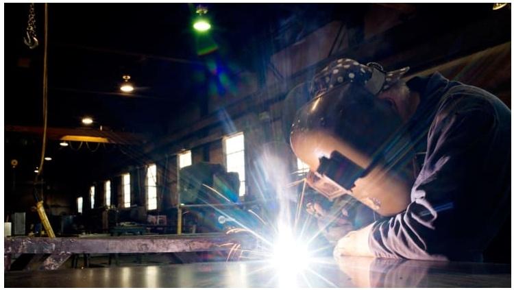 La producción industrial de EE. UU. Aumentó un 3% en julio, marcando el tercer aumento mensual consecutivo