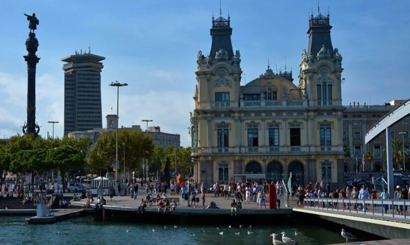 España se abre a los turistas vacunados, pero no a todos